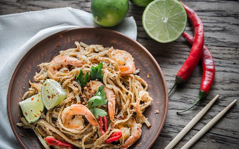 thai-fried-rice-noodles-with-shrimps-PK9BAQ7-min-1.jpg